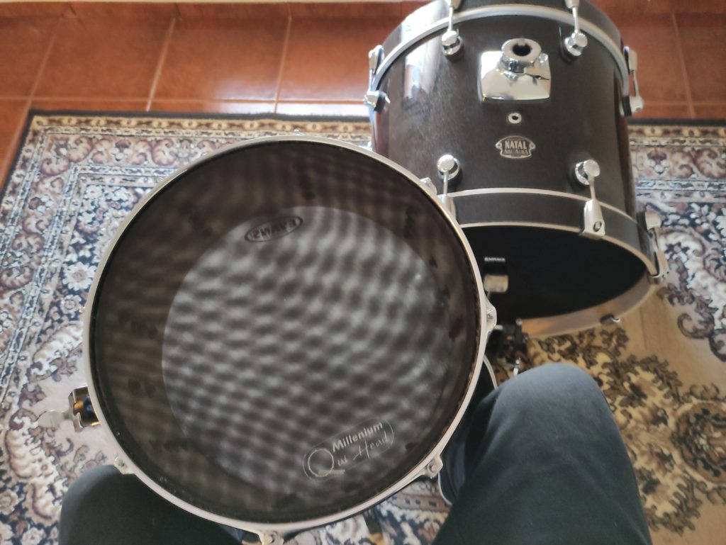 setting up a snare drum